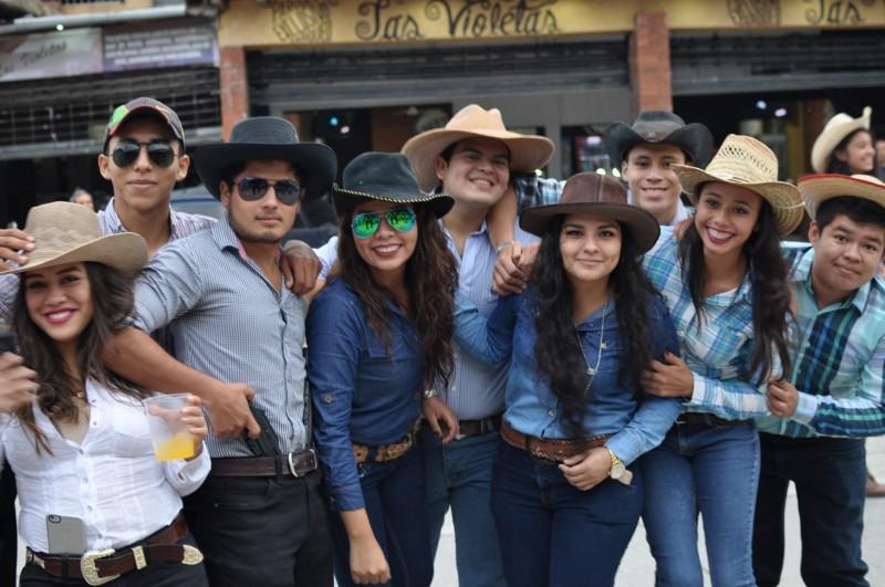 Studentský karneval ve Flores