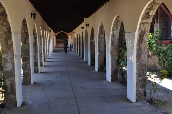 V areálu školy v Santiagu