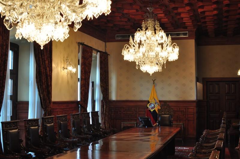 Zasedací místnost s českými lustry