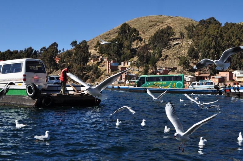 Převoz přes jezero Titicaca