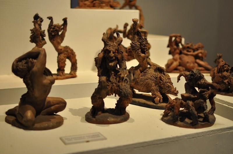 V muzeu - figurky místního umělce