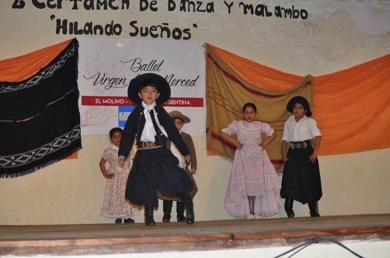 Na soutěži tance - mladý válí malambo