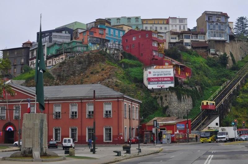 Valparaíso a jedna z mnoha lanovek