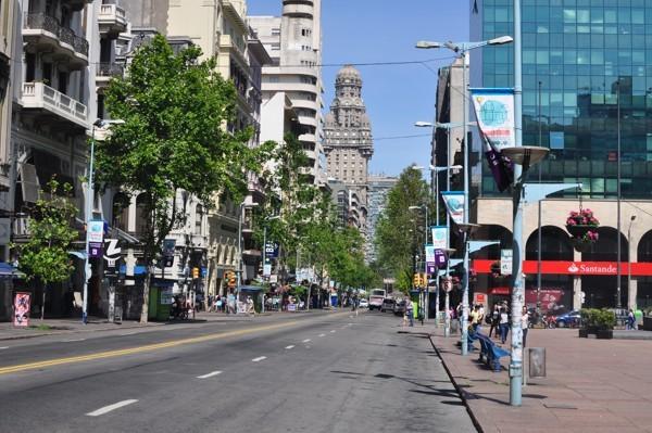 Montevideo a věž Palacia Salvo
